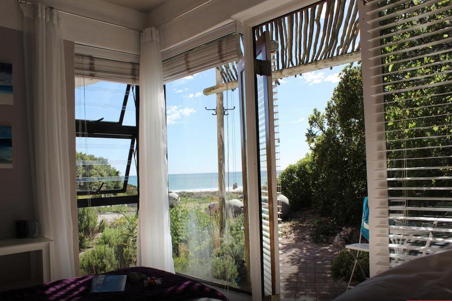 surfers accommodation balcony