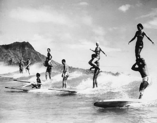 1960_surfers_hawaii